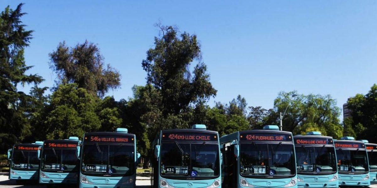 Renuevan buses del Tansantiago y anuncian reasignación de recorridos