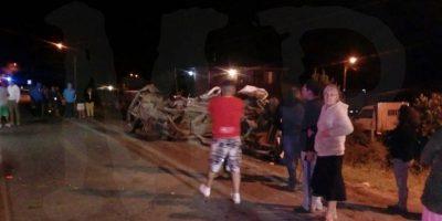 Choque frontal entre automóvil y minibús deja tres muertos en María Pinto