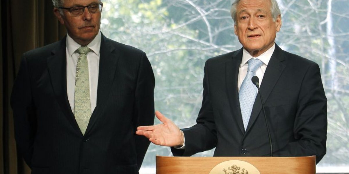 Canciller Muñoz presenta formalmente al nuevo agente chileno ante La Haya