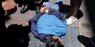 Registran detención ciudadana en pleno centro de Santiago: sujeto es golpeado tras intento de robo
