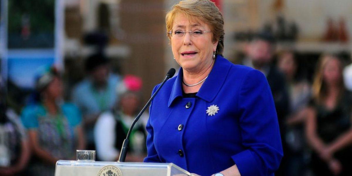 Adimark: aprobación de Bachelet se mantiene en 24% y suma 19 meses por debajo del 30%