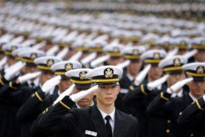 Las potencias militares como Estados Unidos, Rusia y China usan el saludo tradicional llamado de visera. Foto:AFP. Imagen Por: