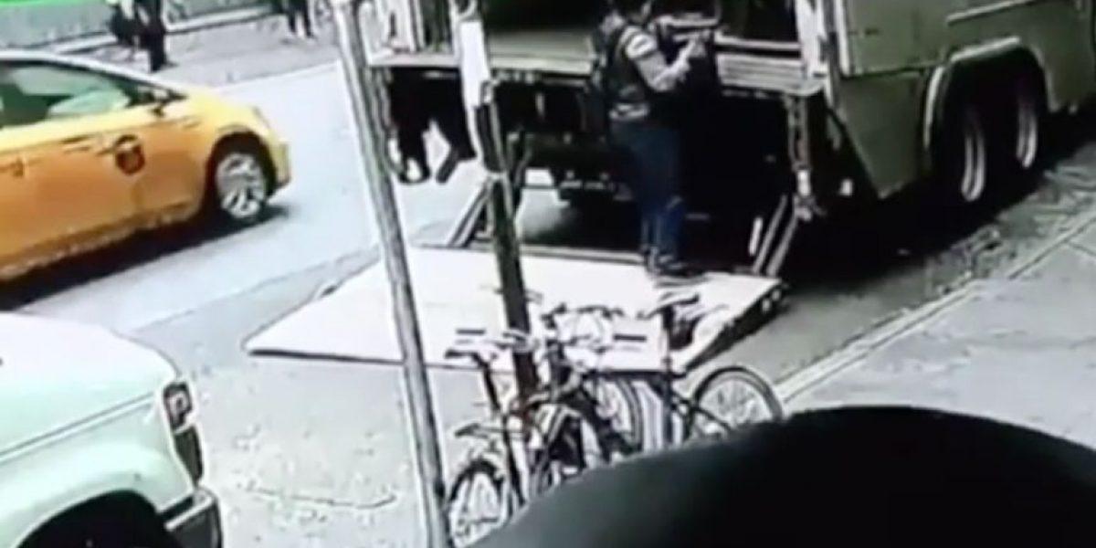 La historia del osado ladrón que se robó un balde repleto de oro a plena luz del día