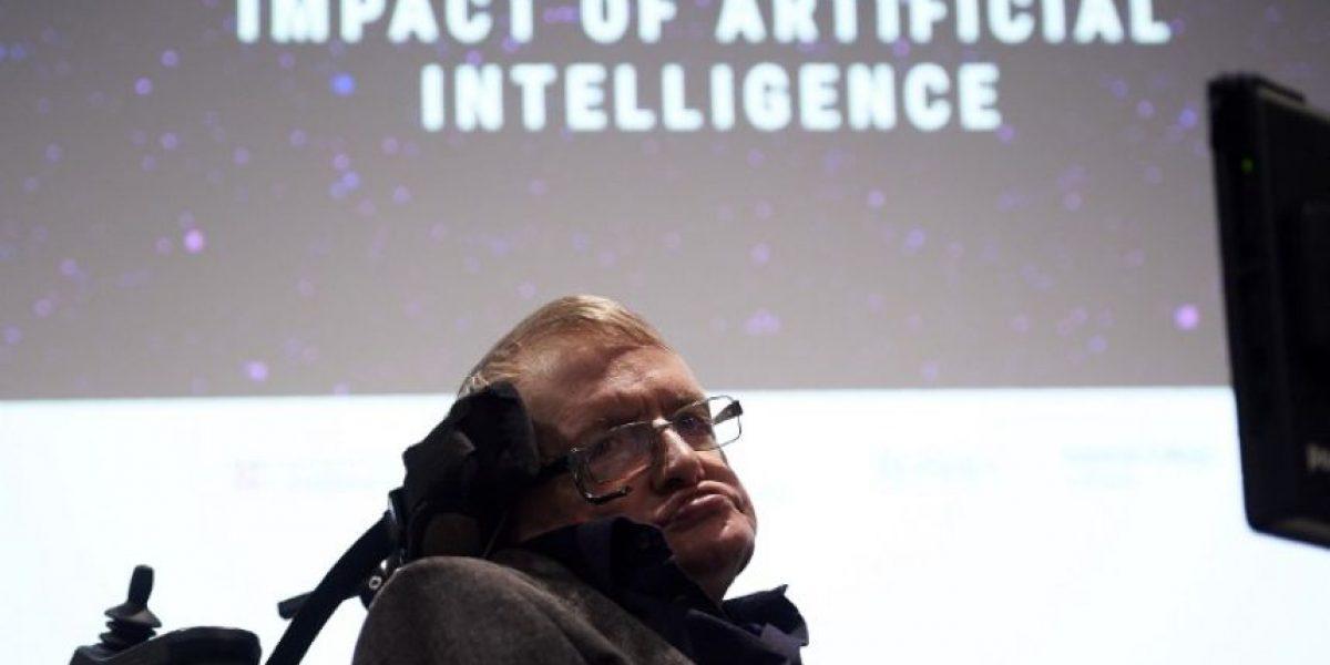 Stephen Hawking fue trasladado a un hospital en Roma