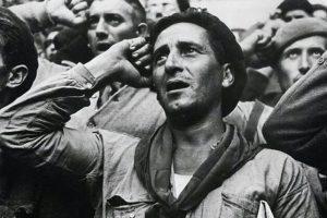 Uno de los saludos militares más curiosos y de corta vida: el saludo de las fuerzas republicanas en la Guerra Civil Española. Foto:Internet. Imagen Por:
