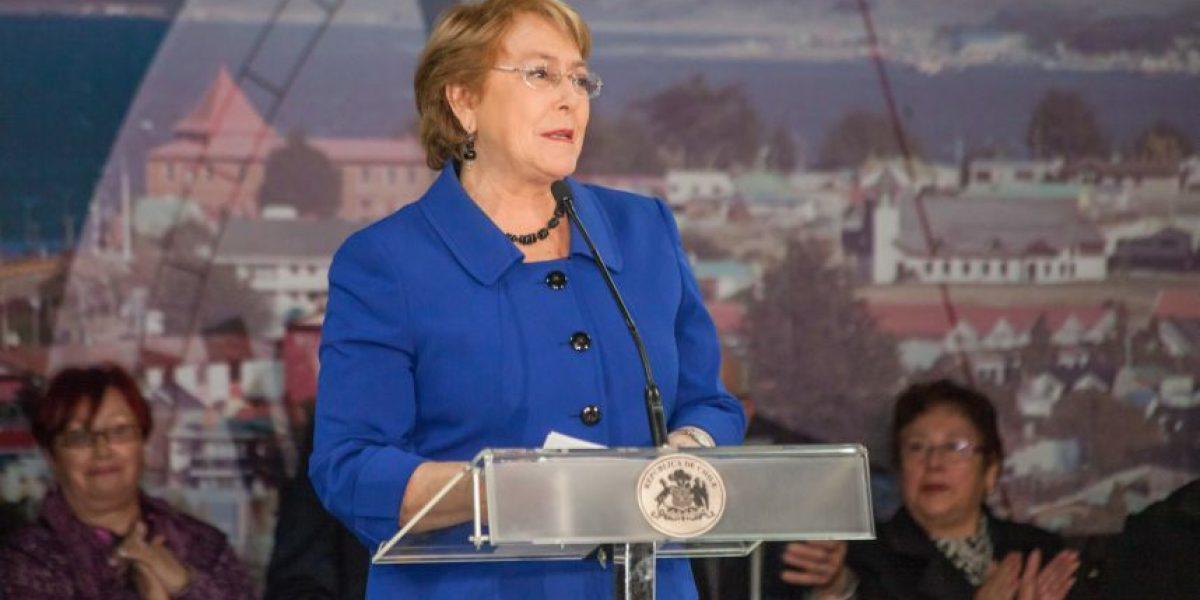 Presidenta Bachelet firma decreto que establece horario único para región de Magallanes