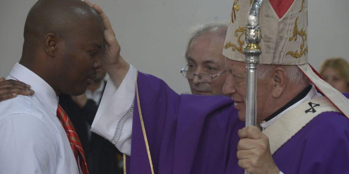 Cardenal Ezzati bautiza a ciudadanos haitianos y defiende la inmigración