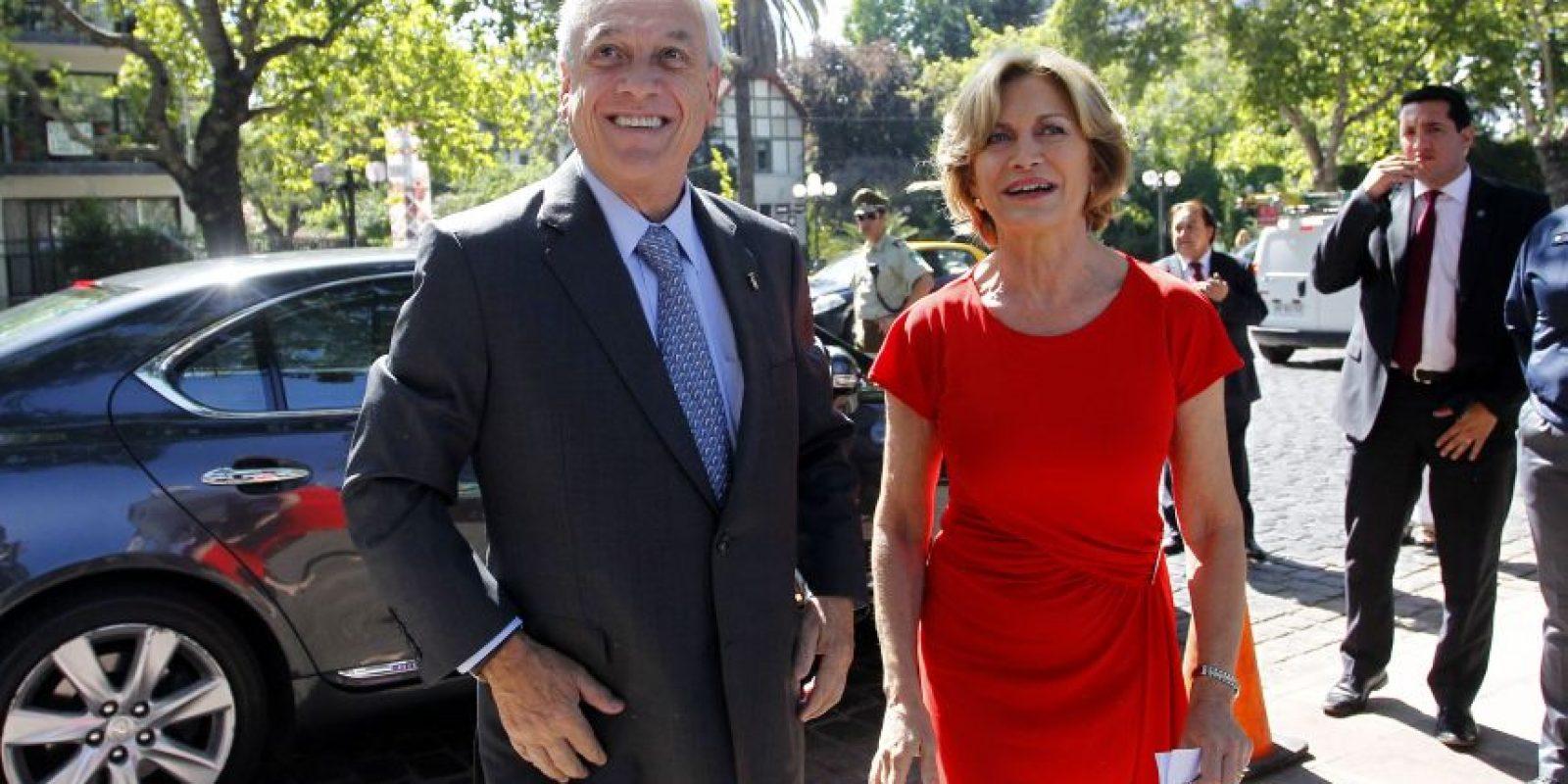 Sebastián Piñera también estuvo presente en la ceremonia de Providencia, acompañando a la nueva alcaldesa Evelyn Matthei. Foto:Agencia UNO. Imagen Por: