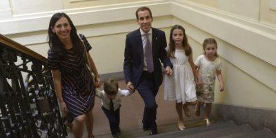 Felipe Alessandri, asiste a la Municipalidad de Santiago, acompañado de su familia, para la ceremonia de cambio de mando. Foto:Aton. Imagen Por: