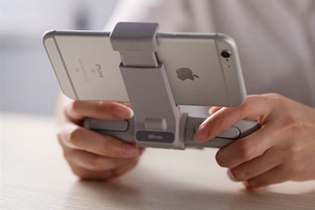 También existe la opción de instalar emuladores en tu smartphone y agregar como accesorio un control bluetooth con stand. Foto:Captura. Imagen Por: