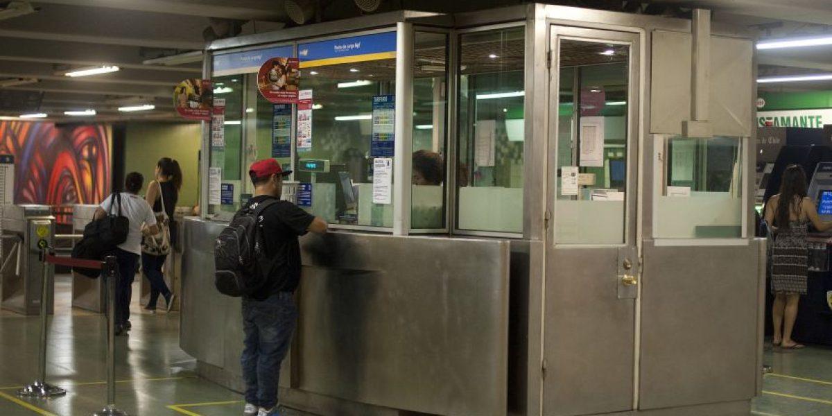 Cajeros de Líneas 1 y 4 del Metro inician paro indefinido desde este miércoles