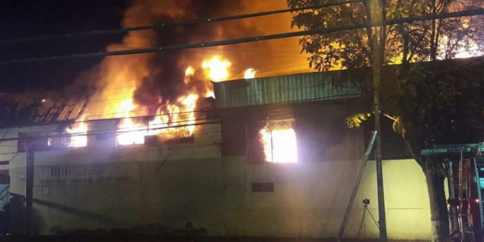 No se registraron personas lesionadas y más de 200 voluntarios trabajaron para controlar la emergencia. Foto:Reproducción Twitter. Imagen Por: