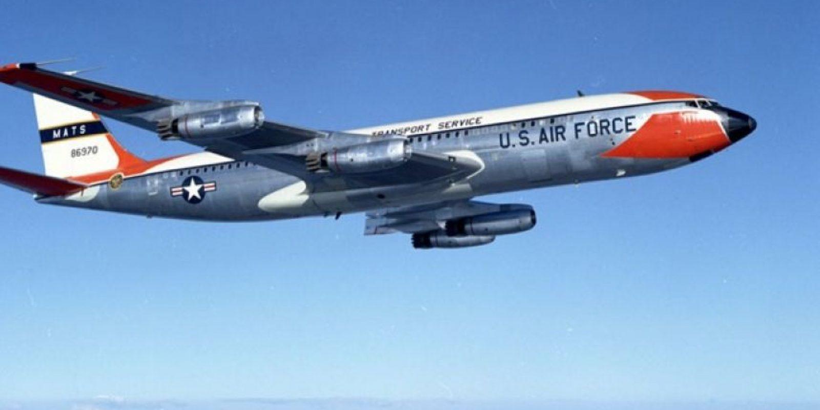 El Boeing 707 fue el primer jet que se sumó a la flota presidencial, en 1959 Foto:Boeing. Imagen Por: