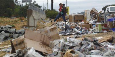 Hasta el momento no hay una cuantificación de las toneladas arrojadas por los peregrinos, pero en la mañana habían salido 12 camiones repletos de desperdicios arrojados por los asistentes al lugar. Foto:Aton. Imagen Por: