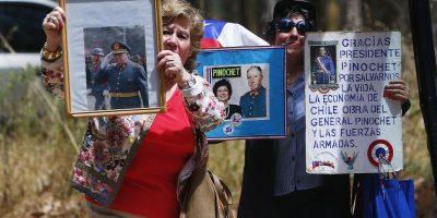Familiares y amigos participaron hoy en una misa por los 10 años del fallecimiento de Augusto Pinochet Ugarte, ocurrida en 10 de diciembre de 2006. La ceremonia se efectuó en la capilla de la parcela Los Boldos, que la familia tiene en Santo Domingo. Foto:Aton. Imagen Por: