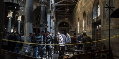 La explosión se produjo hacia las 10H00 locales (0800 GMT) en el barrio de Abbasiya, en la iglesia adyacente a la catedral copta de Saint Mark, sede del papa de la iglesia copta Tawadros II, según el ministerio de Sanidad. Foto:Afp. Imagen Por: