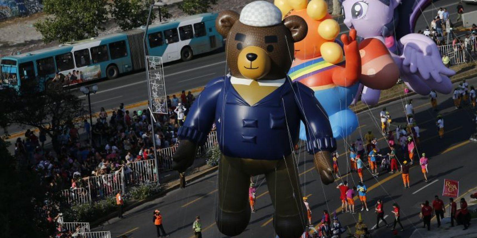 """""""Papá Oso"""" fue el personaje protagonista de esta séptima versión de """"Paris Parade"""". Foto:Aton. Imagen Por:"""