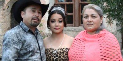 Rubí junto a sus padres Foto:Reproducción. Imagen Por: