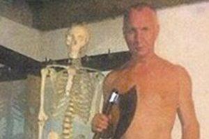 En la imagen, se ve a Guenzel posando en el mismo lugar donde cometió el macabro crimen. Foto:Reproducción. Imagen Por: