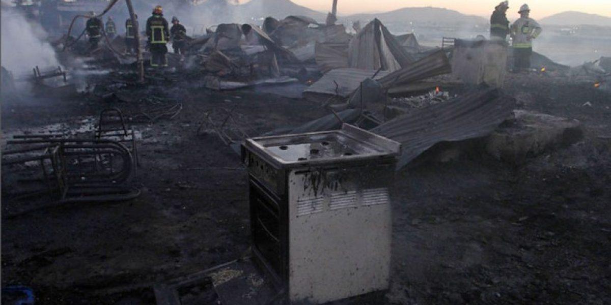 Extranjería realiza catastro de personas damnificadas por incendio en Quilicura