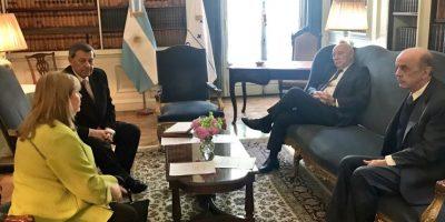 La cumbre del Mercosur en otro salón, con los cancilleres de Argentina, Brasil, Paraguay y Uruguay. Foto:Twitter de José Serra. Imagen Por: