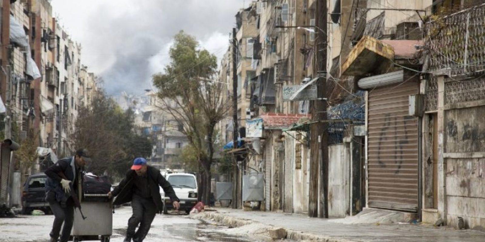 Image CaptionTras varias horas de negociaciones, que culminaron a las 01H00 GMT, un alto responsable militar sirio anunció la firma de un nuevo acuerdo de evacuación. Foto:Afp. Imagen Por: