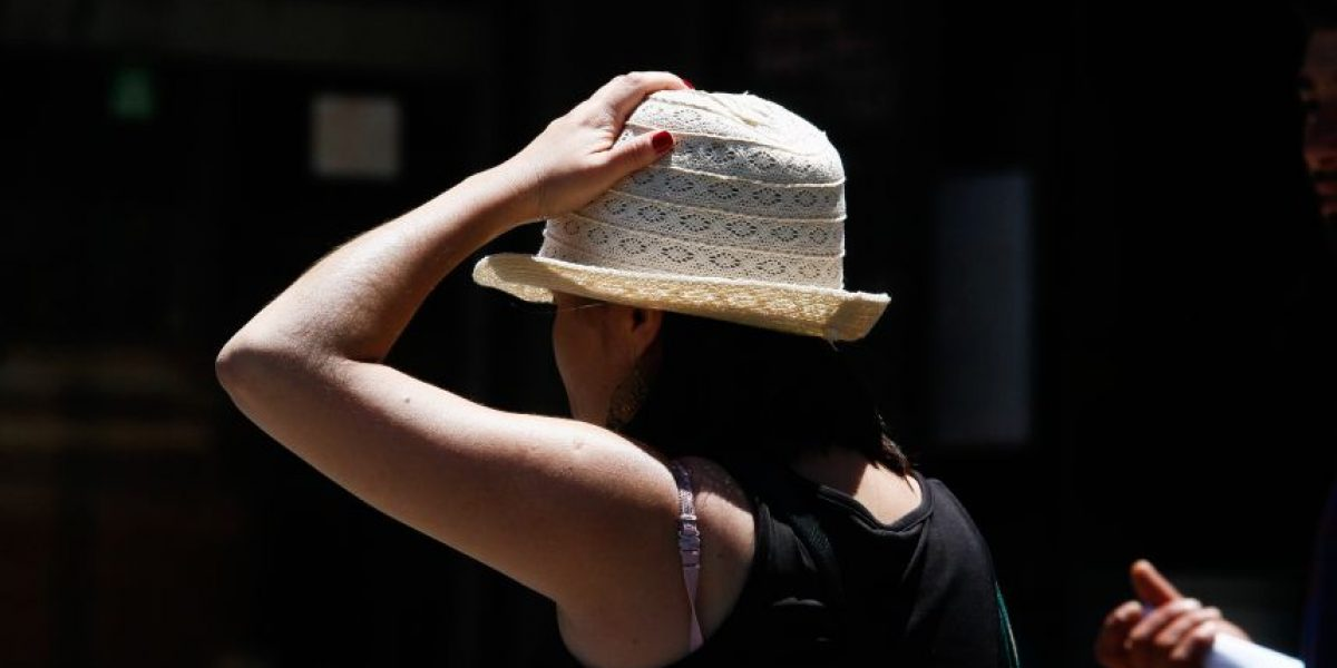 Expertos advierten: contaminación ambiental puede triplicar el daño por radiación UV en la piel