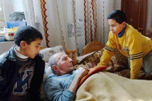 """En algunos casos, los """"nini"""" están a cargo del cuidado de familiares, como abuelos y/o hermanos Foto:Getty. Imagen Por:"""