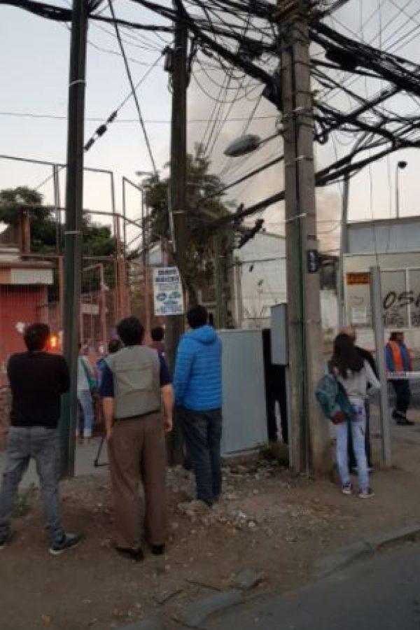 Bomberos informó que el incendio ya se encuentra controlado. Foto:Reproducción Twitter. Imagen Por: