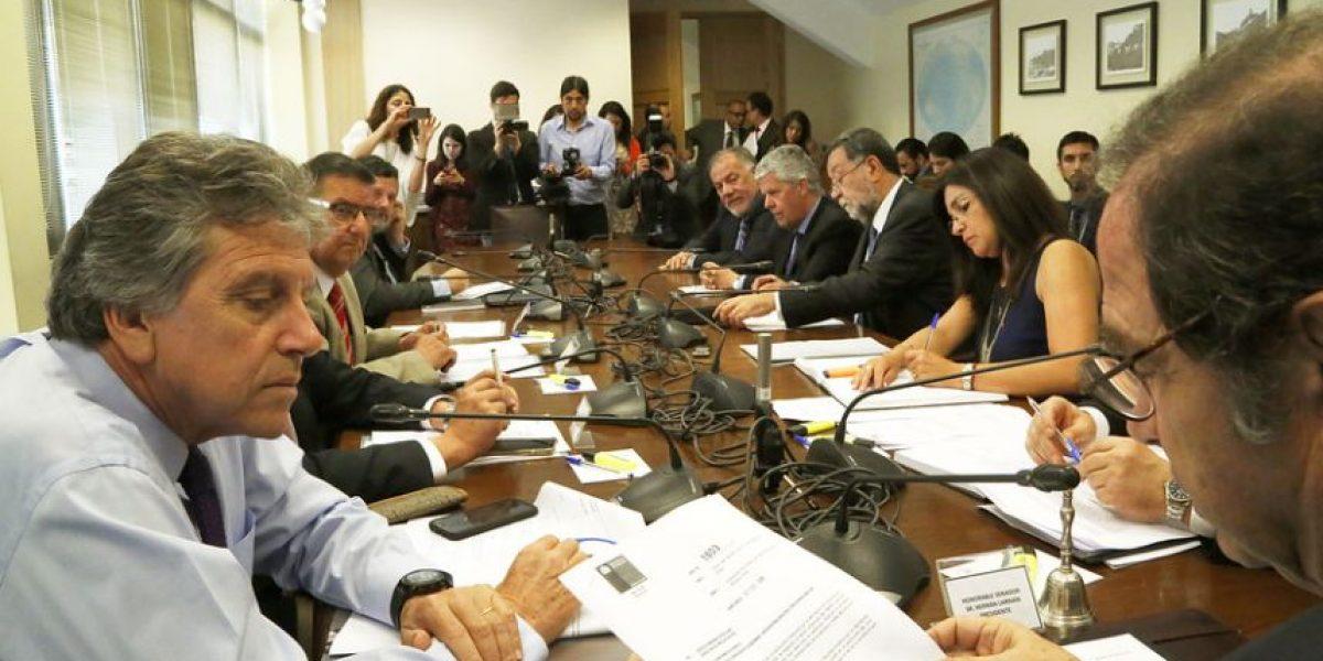 Comisión aprueba proyecto que decreta feriado el 2 de enero
