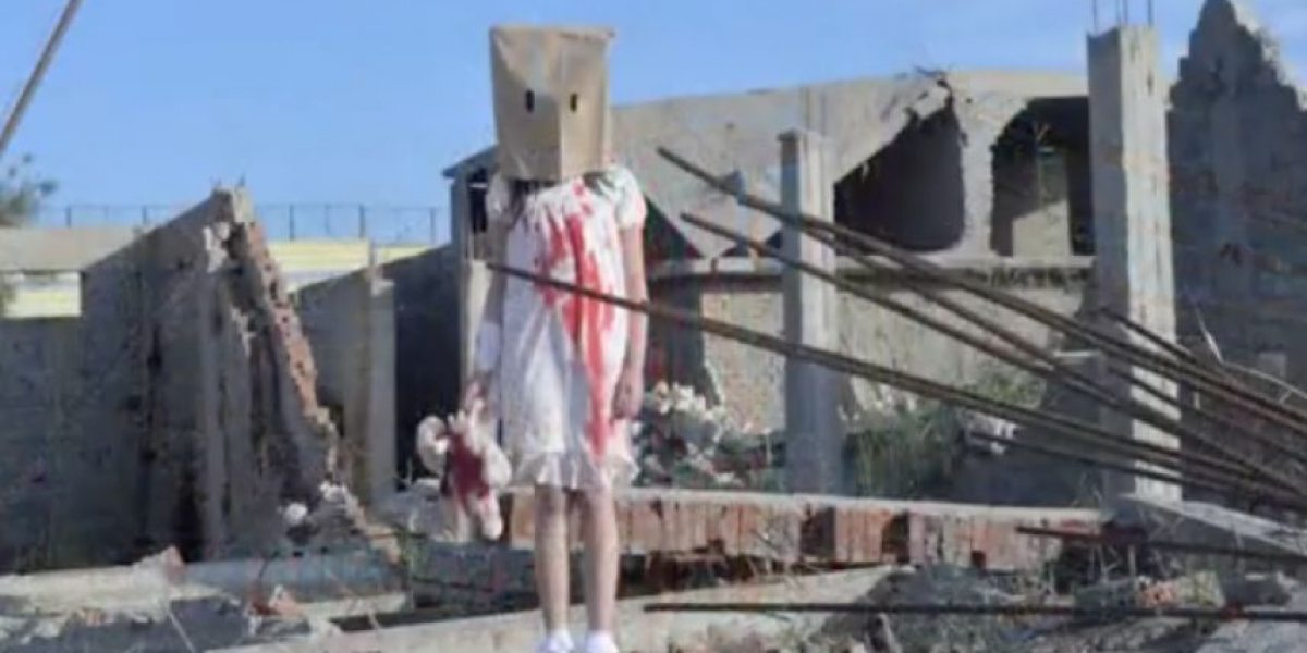 La inesperada verdad detrás de estas crudas imágenes de una niña herida en Alepo