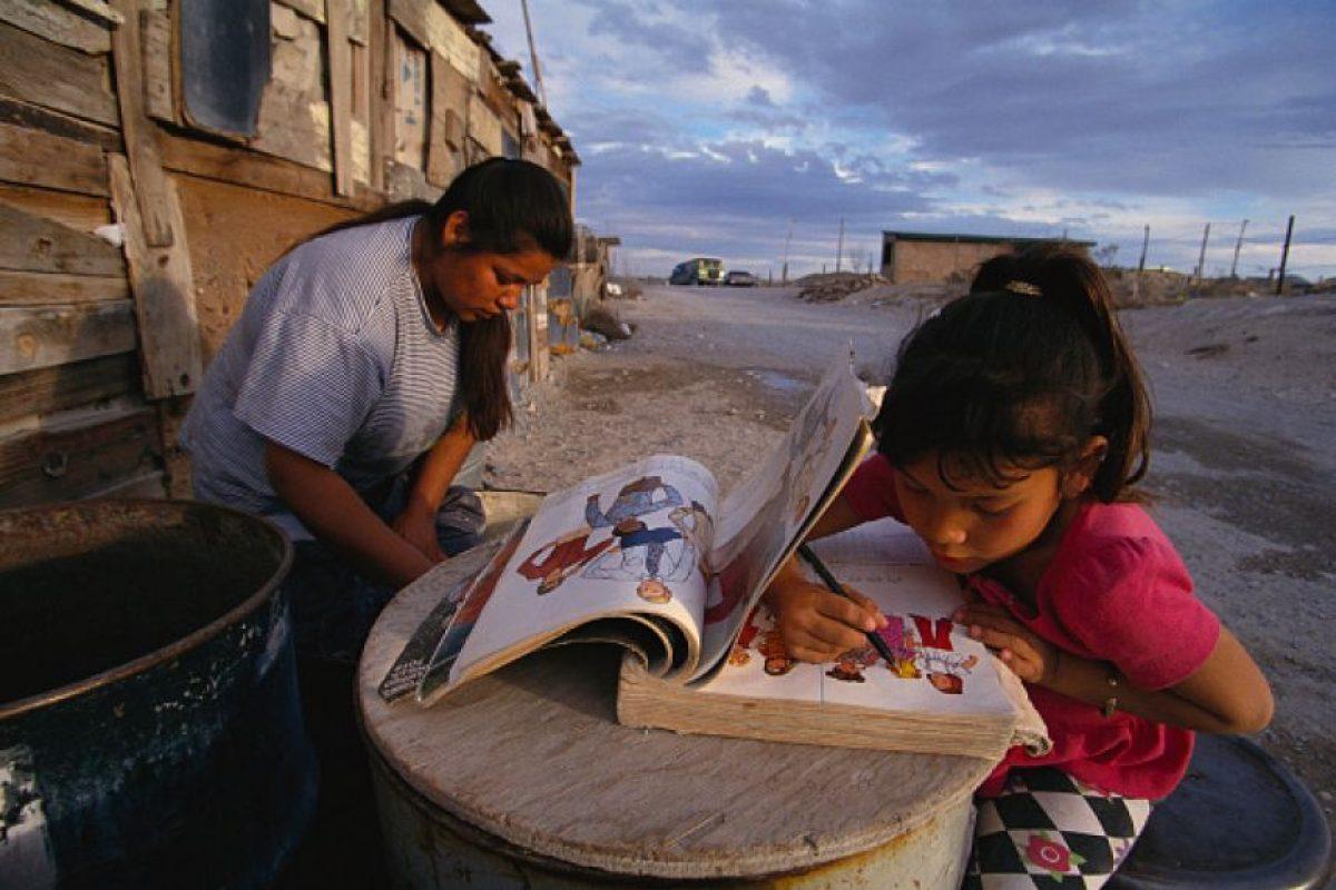 """Dentro de la pobreza """"multidimensional"""" se consideran factores como acceso a la educación y a la salud. Foto:Getty. Imagen Por:"""