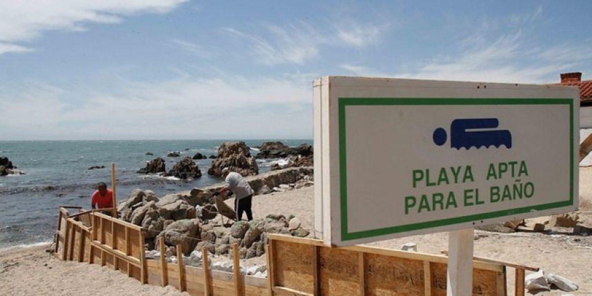 Vecinos indignados por muro de un privado en playa de Concón