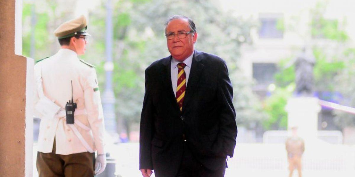 Ministro Campos se disculpa tras sus