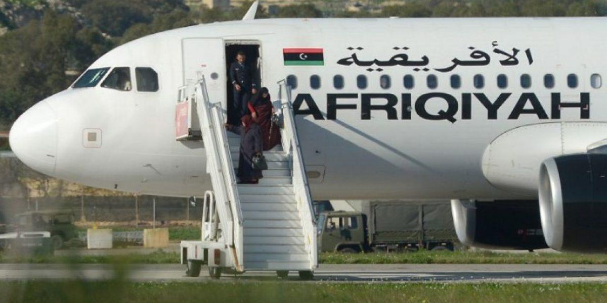 Raptores se rinden tras liberar a todos los pasajeros del avión secuestrado en Malta