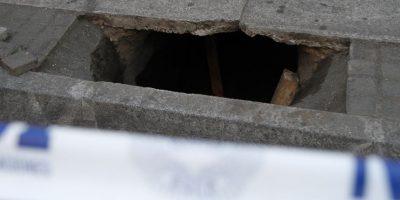 El túnel fue encontrado en calle Freire 171 cuando los ocupantes de una camioneta se estacionaron y descubrieron el agujero, por lo que dieron aviso de inmediato a la policía. Foto:Aton. Imagen Por:
