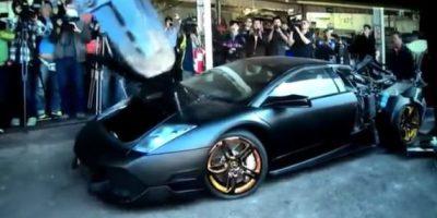 ¡Qué pérdida! Policía destruye sin piedad un Lamborghini confiscado
