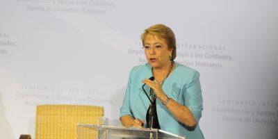 """Bachelet: actual modelo de pensiones es """"inviable"""" para responder a necesidades de adultos mayores"""