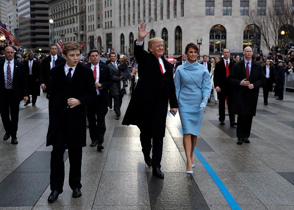 El agente a la derecha de la imagen es el que desató la polémica. Foto: Getty Images