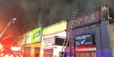 Incendio afectó a tres locales comerciales y a un cité en Estación Central