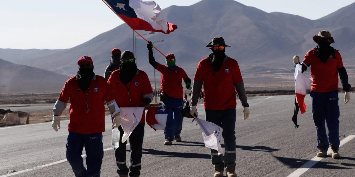 Minera La Escondida y trabajadores retoman diálogo el lunes