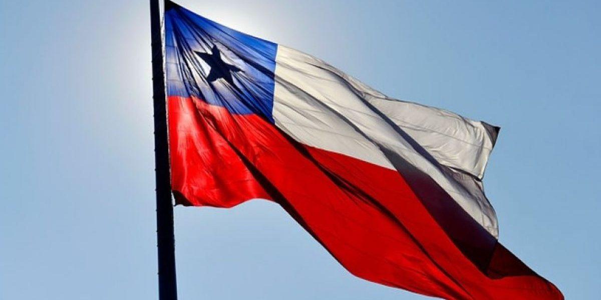 El insólito decreto presentado en Texas para sancionar a las personas que utilicen el emoji de la bandera chilena