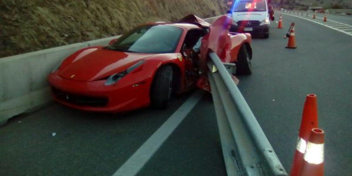 Conductor abandona su Ferrari de $180 millones tras protagonizar choque en Chicureo