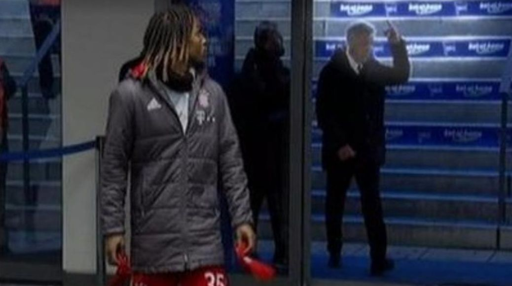 El obsceno gesto que complica a Carlo Ancelotti en Alemania contra los hinchas del Hertha Berlín