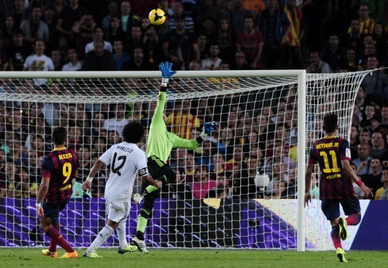 El recordado golazo de Alexis a Real Madrid / AFP
