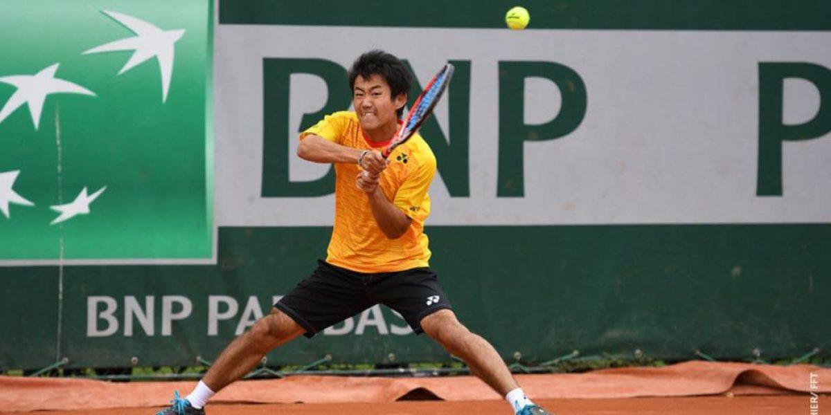El nuevo Chino Ríos la rompe en Roland Garros: Japonés juega igual e idolatra al chileno