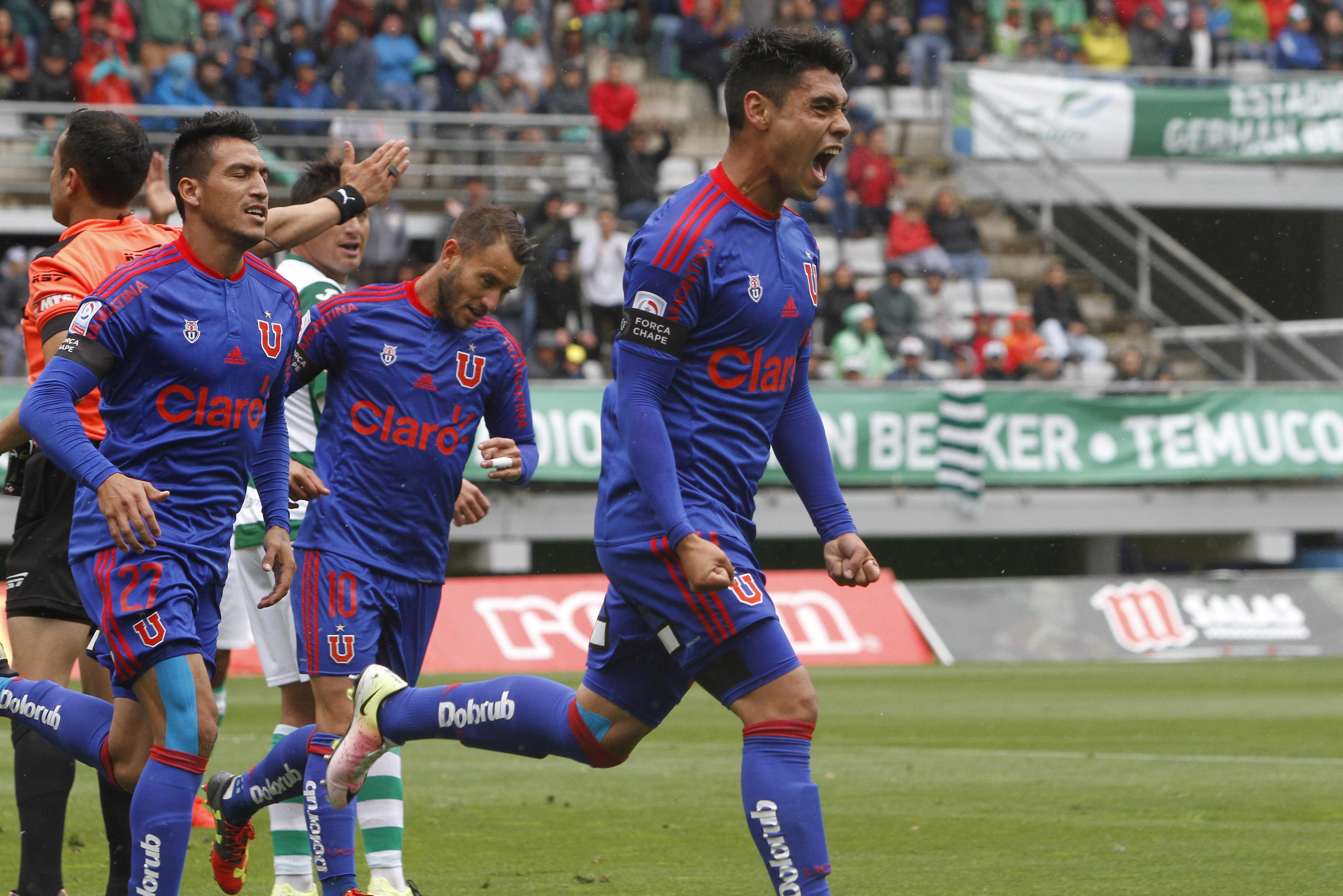 Felipe Mora celebra