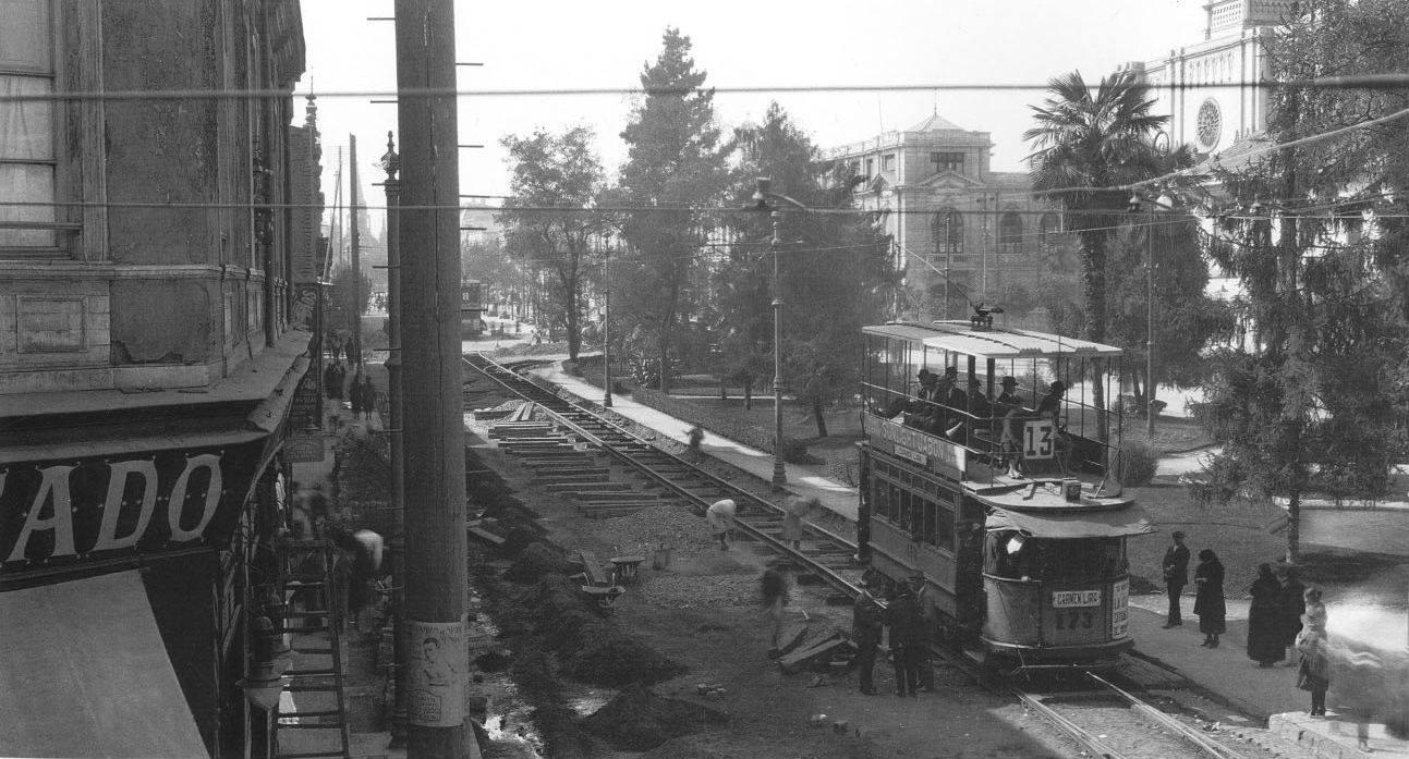Vista desde calle San Antonio de la Alameda de Las Delicias y el Parque Inglés. Santiago en abril de 1922. Fotos Históricas de Chile