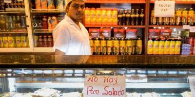 """Maduro amenaza con expropiar panaderías por supuesta """"guerra del pan"""""""
