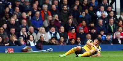 Alexis Sánchez terminó contuso tras duelo de Arsenal y preocupa a la Roja